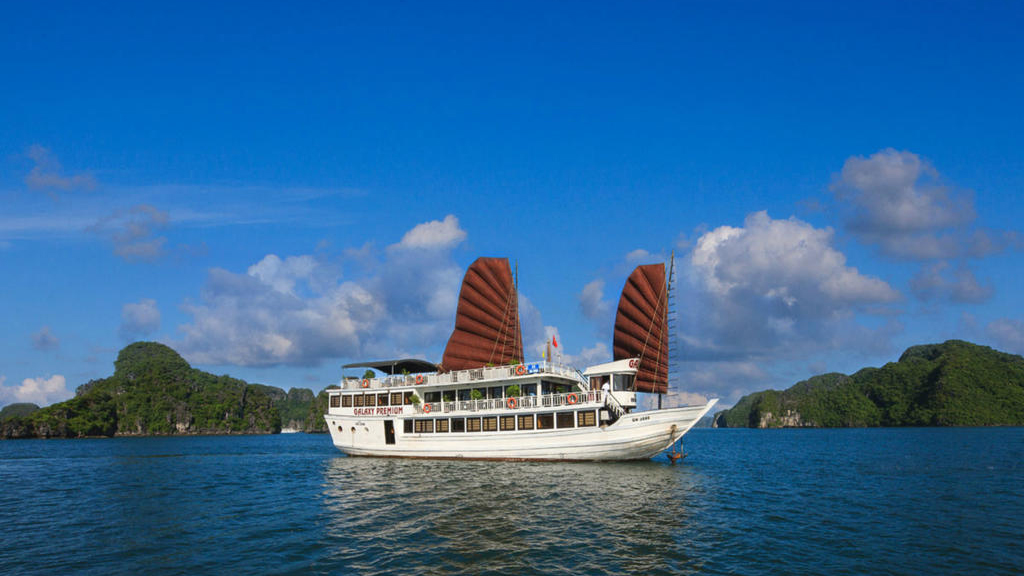 <div> HA LONG BAY</div>